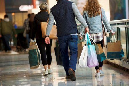 Confiança do consumidor dos EUA cai para mínima em 6 meses em agosto