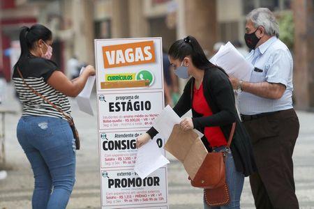 Brasil tem desemprego de 13,7% no tri até julho, diz IBGE