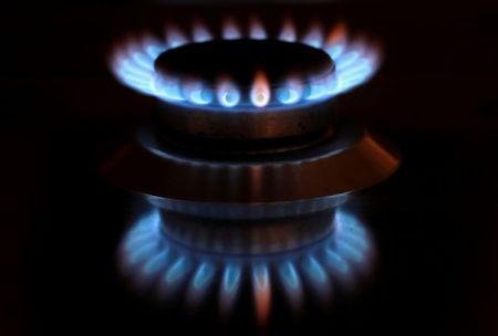 Gás natural desenhando padrão de baixa.