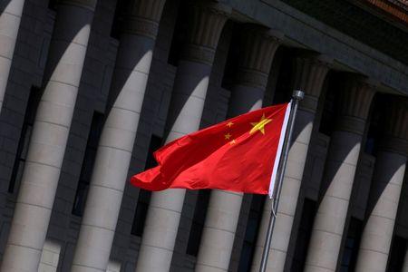 Hong Kong sobe mesmo com China caindo.