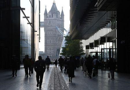 Vendas no varejo britânico caem em setembro apesar de corrida por combustíveis