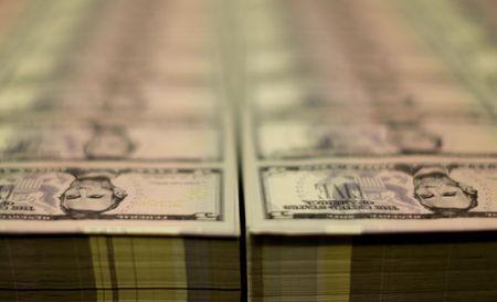 Dólar cede terreno ante real com redução de temores globais sobre inflação