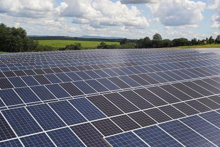 Em alta, negócios de energia solar no Brasil já têm até troca de painéis por safra