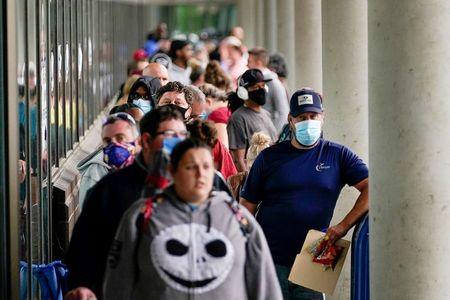 Pedidos de auxílio-desemprego caem nos EUA; crescimento no 1º tri fica em 6,4%