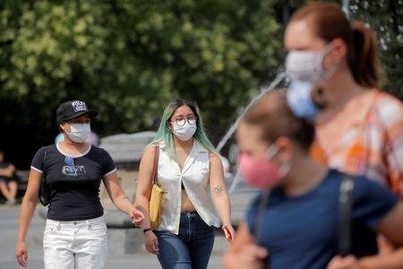 Norte-americanos Recebem Conselhos Conflitantes Sobre Uso de Máscara