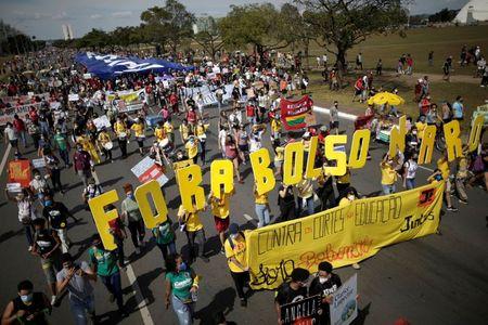 Manifestantes pedem saída de Bolsonaro e vacinas contra Covid-19