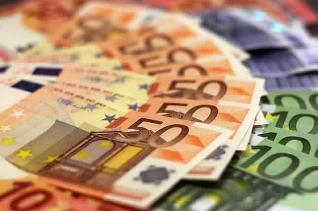 تحول غريب في مجري الأحداث قد يكون أنقذ مشتري اليورو
