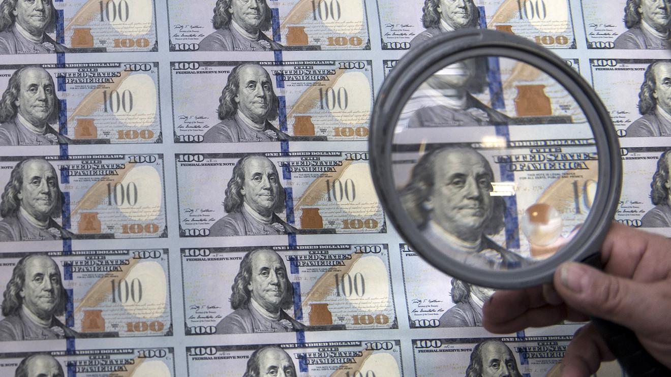 الدولار يتراجع مع الإقبال على المُخاطرة و الإسترليني يُجد الدعم في سوق العمل
