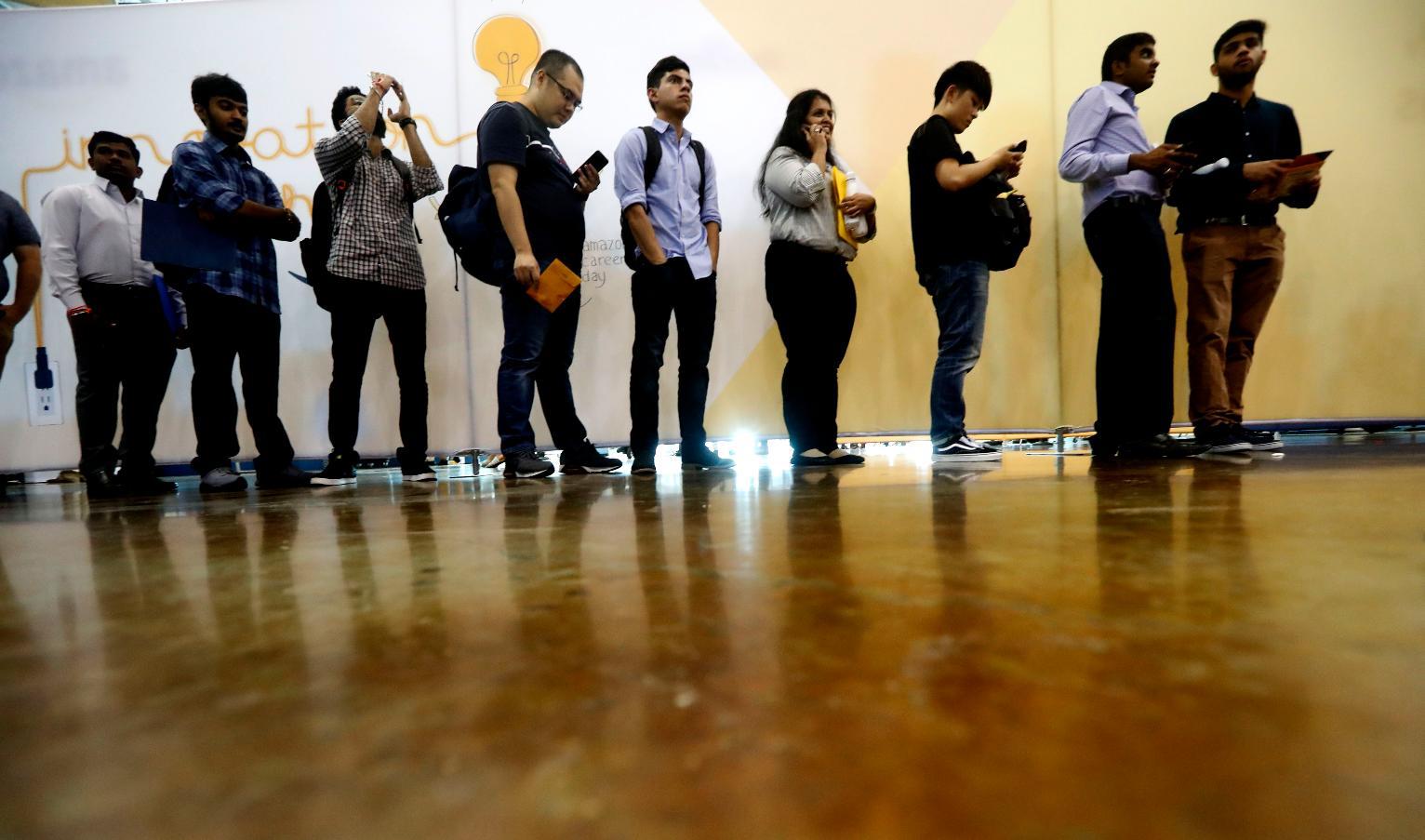 أرقام إعانات البطالة الأمريكية تضغط على الدولار الأمريكي