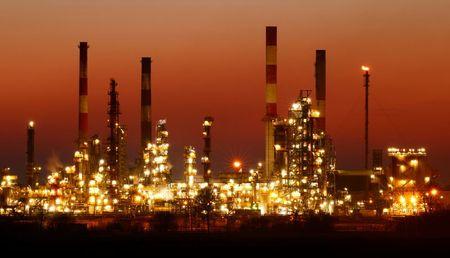 أسعار النفط تهبط من أعلى مستوياتها في 6 أسابيع بفعل مخاوف طلب الهند وضعف واردات اليابان
