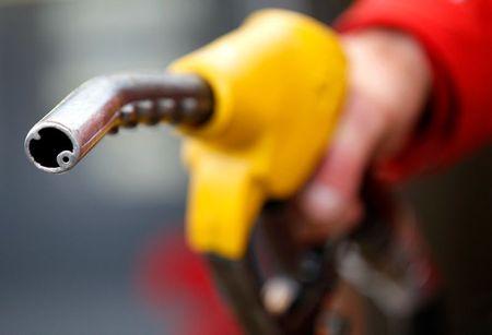 استطلاع-السلالات المتحورة من فيروس كورونا تهدد بإبطاء تعافي الطلب على النفط