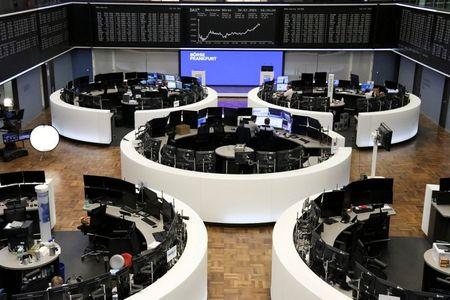 موجة من الاندماجات والاستحواذات وأرباح قوية للشركات تدفعان الأسهم الأوروبية إلى ذروة جديدة