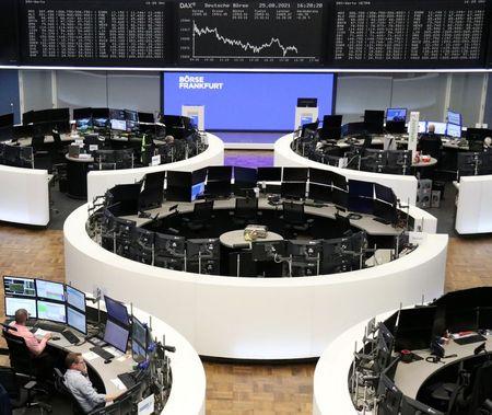 أسهم أوروبا تغلق مستقرة مع تجاذب السوق بين خسائر للمرافق ومكاسب للسفر والبنوك