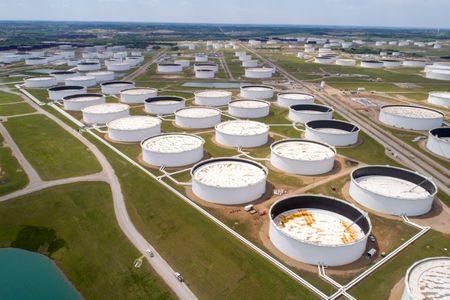 بيانات معهد البترول تظهر هبوطا في مخزونات النفط الأمريكية الأسبوع الماضي