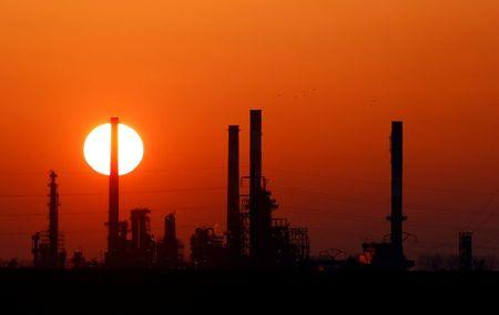 النفط يستقر بعد تقارير عن استعداد الصين لشراء المزيد