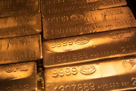 الذهب ينخفض بعد إعلان بيانات طلبات إعانة البطالة الأمريكية