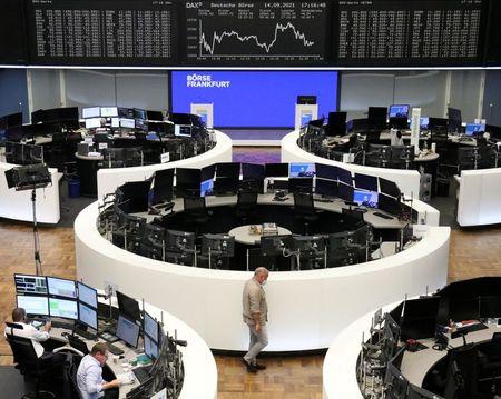 الأسهم الأوروبية تنخفض بفعل مخاوف التضخم قبيل انطلاق موسم أرباح الشركات