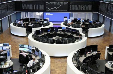 الأسهم الأوروبية تنخفض بفعل مخاوف التضخم وبيانات صينية ضعيفة