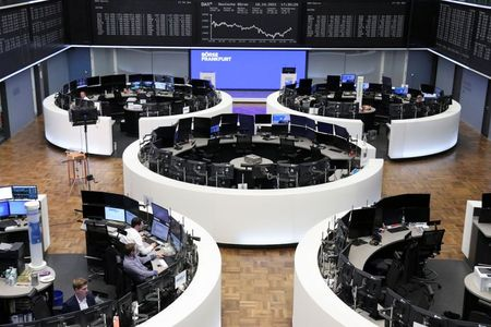 الأسهم الأوروبية تصعد بدعم من أرباح إيجابية للشركات ومشتريات في القطاعات الدفاعية