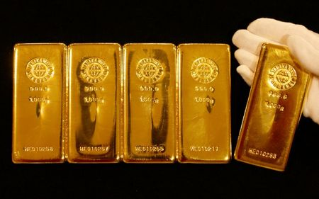 الذهب يرتفع مع تراجع الدولار والمخاوف من التضخم