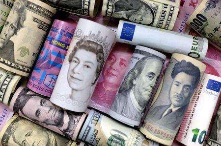 الدولار يتراجع مع تركيز المستثمرين مع زيادة الإقبال على المخاطرة