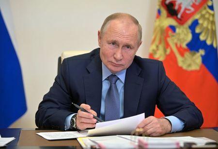 بوتين يقول إنه قلق من أزمة الغاز وخطط الدعم الأوروبية