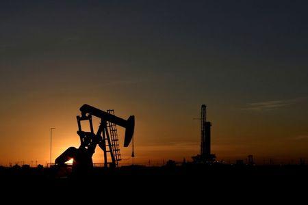 إدارة معلومات الطاقة: انخفاض مخزونات النفط والوقود الأمريكية