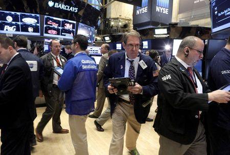 وول ستريت تغلق مرتفعة مع تهدئة تقارير الأرباح مخاوف المستثمرين
