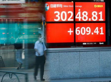 المؤشر نيكي ينخفض 0.35% في بداية التعامل بطوكيو