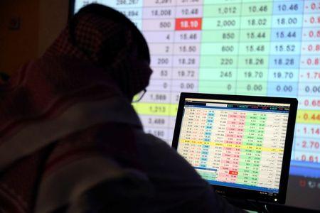 الأسهم السعودية عند أعلى مستوى في 15 عاما وأسهم قطر تواصل الصعود