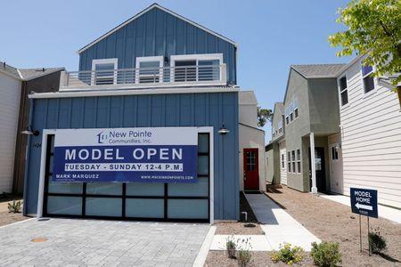 مبيعات المنازل الأمريكية القائمة عند ذروة 8 أشهر في سبتمبر