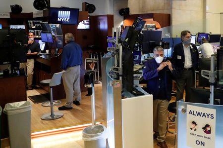 ستاندرد أند بورز 500 يفتح قرب مستوى قياسي مرتفع مع صعود وظائف القطاع الخاص
