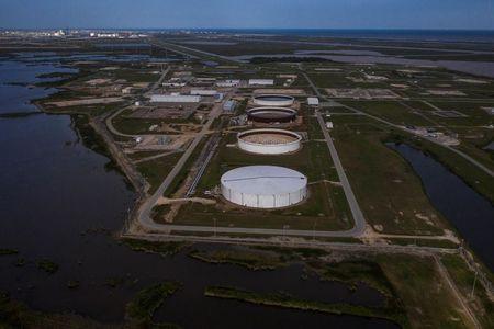 تقرير رسمي: مخزونات الخام الأمريكية تتراجع مجددا ومخزونات البنزين ترتفع