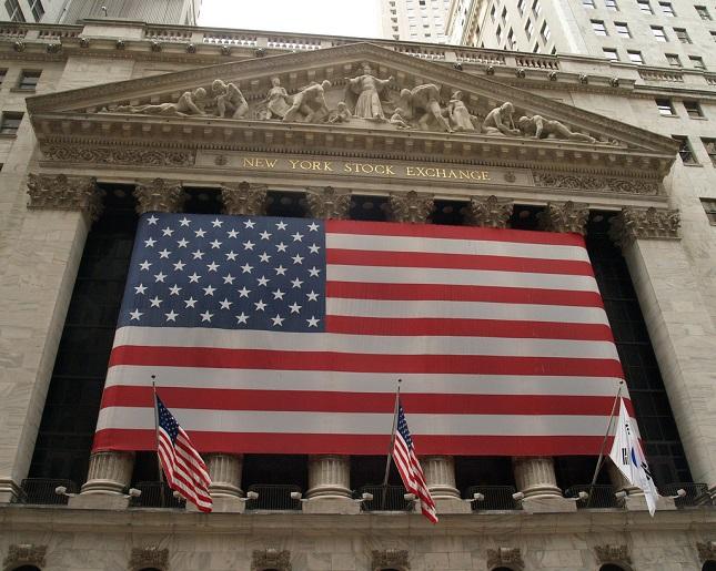 Les stocks suivent la décevante conférence de presse Trump